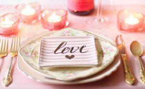 Prostírání na stůl na svatbě